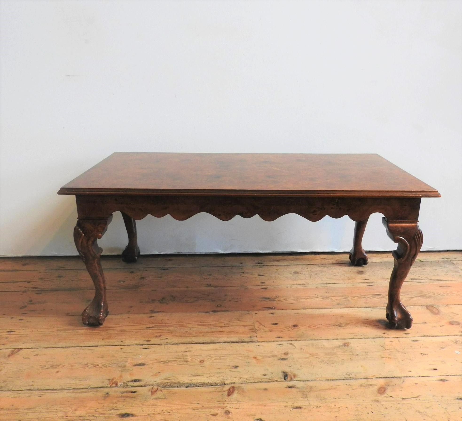 A 20TH CENTURY CLAW FOOT BURR WALNUT EFFECT COFFEE TABLE, 47 x 56 x 107 cm
