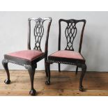 A SET OF FOUR MAHOGANY CLAW FOOT DINING CHAIRS, with carved fretwork splat backs, 99 x 46 x 58 cm