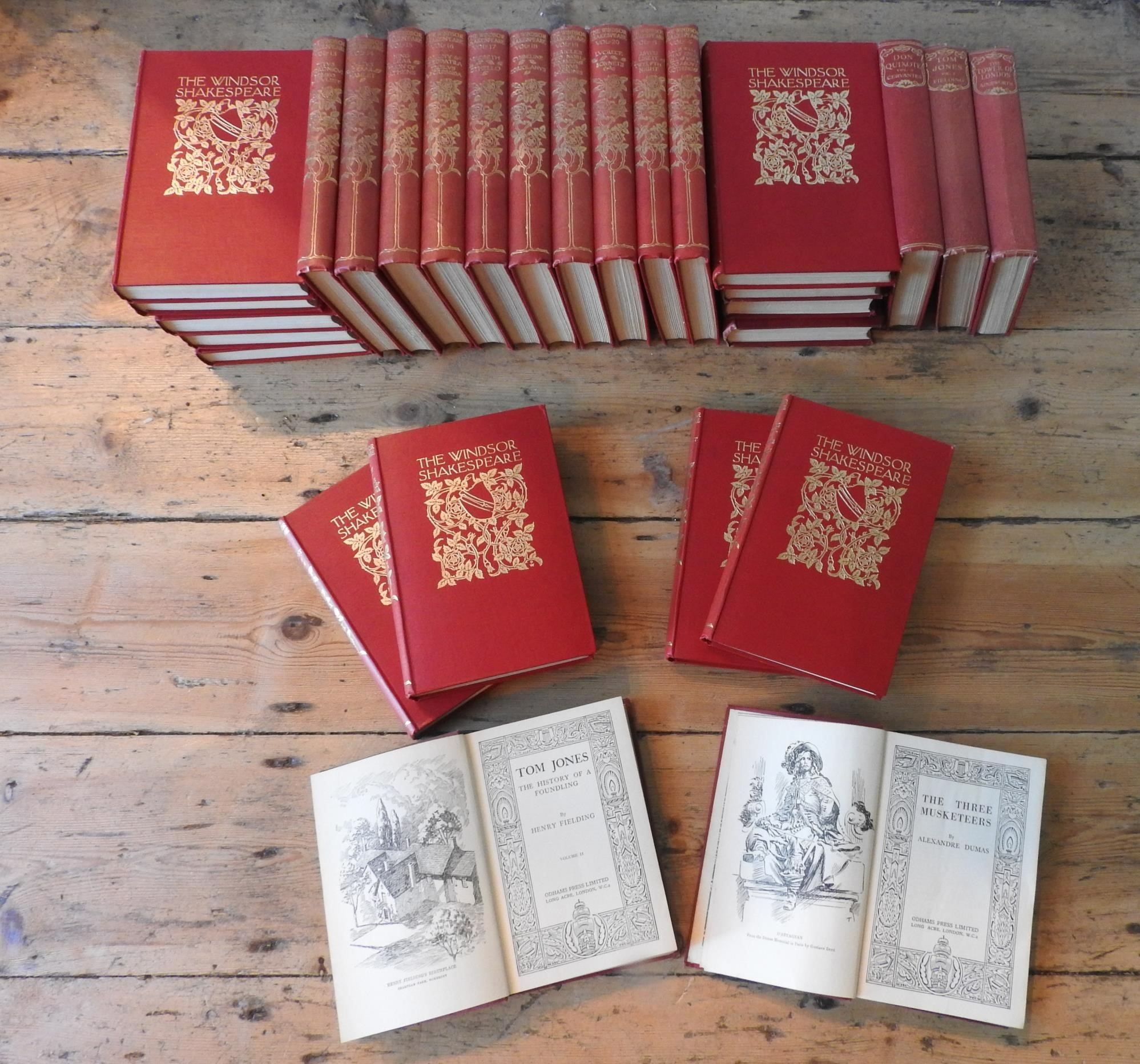 20 VOLS OF 'THE WINDSOR SHAKESPEARE' AND 27 VOLS OF CLASSIC LITERATURE COLLECTIONS