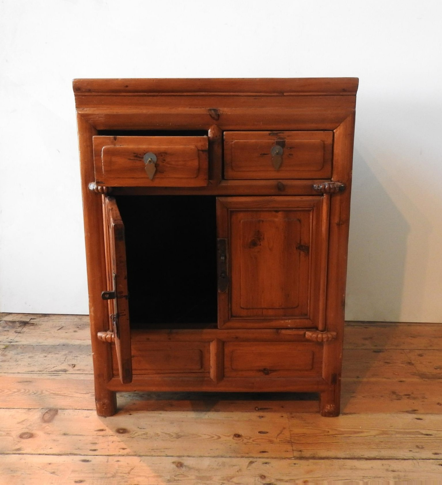 AN ORIENTAL STYLE HARDWOOD TWO DOOR CUPBOARD, with two drawers, 86 x 64 x 50cm - Image 3 of 3