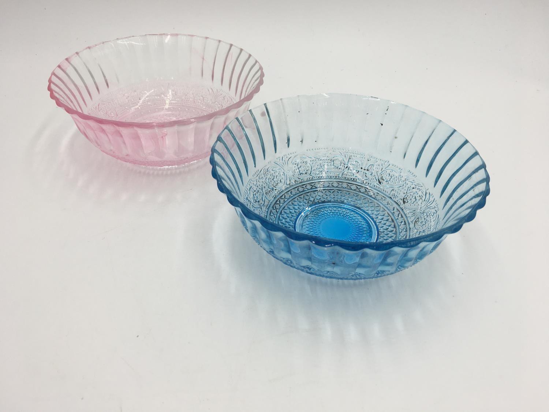 TWO CHINESE PEKING GLASS BOWLS 20TH CENTURY 17.5cm diam