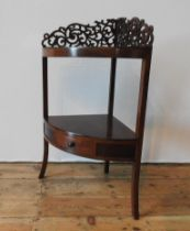 A 20TH CENTURY MAHOGANY CORNER WASHSTAND, with carved fret work back panel
