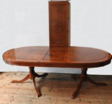 A 20TH CENTURY ANGLO-CHINESE ROSEWOOD EXTENDING DINING TABLE, produced in Hong Kong in the mid