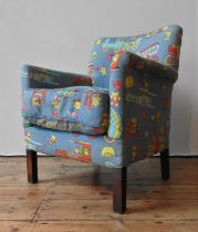 A CHILD'S NURSERY ARMCHAIR UPHOLSTERED WITH TEDDY BEAR PATTERNED FABRIC, 77 x 63 x 51 cm