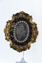 Yellow metal & pearl WWII mourning brooch, width 55mm