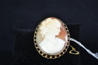 9ct gold & cameo brooch, non gold pin & safety chain, height 55mm, gross weight 20.28 grams