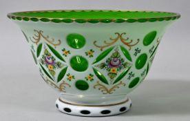 Glasschale, Böhmen, 20. Jh.Grünes Glas mit Milchglasüberfang, Schliffdekor, florale Emailf