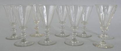 Neun Kelchgläser (Likör/ Süßwein), deutsch, 2. H. 19. Jh.Farbloses Glas, Scheibenfuß, Sc