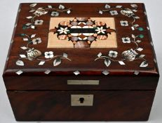 Holzkästchen mit PerlmutteinlagenHolz, Perlmutt, Sprudelstein-Mosaik. Sammlernummerierung au