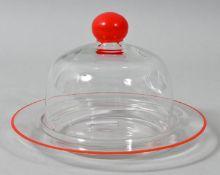 Käsedose/ Käseglocke, 1. H. /Mitte 20. Jh.Farbloses Glas, Rand und Knauf emailbemalt in Rot