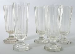 Fünf Biergläser, deutsch, 2. H. 19. Jh.Farbloses Glas, oktogonaler Fuß, konische Kuppas fa