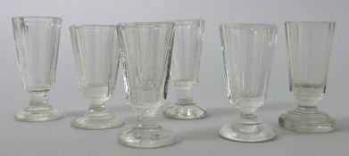 Sechs Schnapsgläser, 19. Jh./ um 1900Farbloses Pressglas, ein St. mundgeblasen. Form mit abg