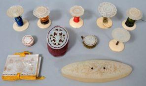 Perlmutt Näh-Set, 11-teiligPerlmutt Garnspulen mit Blumenornamenten, Garnspule mit Vogelgrav