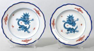 Zwei Teller, Meissen,1. H. 19. Jh.Porzellan, Neuer Ausschnitt, Dekor Mingdrache in Hellblau (