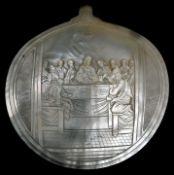 Muschel mit Darstellung des Letzten AbendmahlsPerlmutt Sammlernummerierung auf der Rückseite