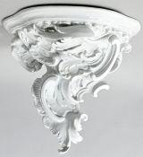 Wandkonsol, Meissen, 1. H. 20. Jh.Porzellan, weiß. Platte in Dreipassform, Stützornamente a
