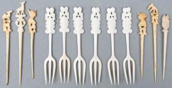 Elfenbein Gabeln und Spieße, China/AfrikaElfenbein, hergestellt vor 1945 Sechs Gabeln mit Fi