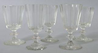 6 Gläser (Wein/ Süsswein), deutsch, 2. H. 19. Jh.Farbloses Glas, Scheibenfuß (ein Gl. okto