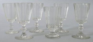 6 Kelchgläser, deutsch, 2. H. 19. Jh.Farbloses Glas, 1 St. Pressglas. Zumeist Scheibenfuß u