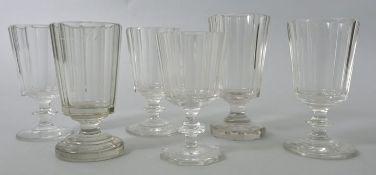 6 Kelchgläser, deutsch, 2. H. 19. Jh.Farbloses Glas, Scheiben-bzw. oktogonaler Fuß, teilwei