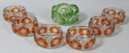 Sechs Kompottschalen und Gebäckschale, Böhmen, 1. Hälfte 20. Jh.Kristallglas, Gelbbeize bz