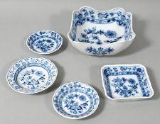 Fünf Geschirr-Einzelteile, Meissen, MOPF (Teichert), um 1900/ Anf. 20. Jh.Viereckschüssel,