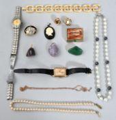 Konvolut Modeschmuck und zwei Damen-Armbanduhren, 20. Jh.14 Teile: Damenarmbanduhr Markenrepl