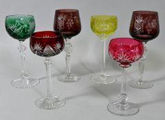 Konvolut von sechs Wein-Römern, 1. u. 2. H. 20. Jh.Kristall, Kuppas in Grün/ Uran/ Rot/ Vio