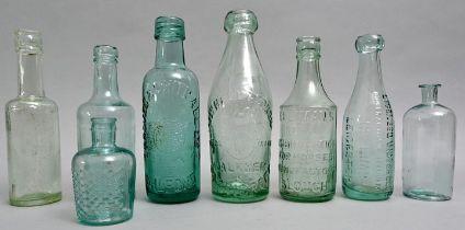 Konvolut von acht hellblauen Flaschen / Set of eight bottles
