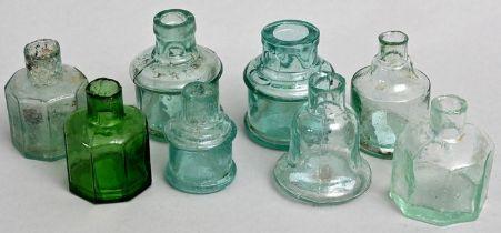 Konvolut von acht Tintenfäßchen/Set of ink bottles
