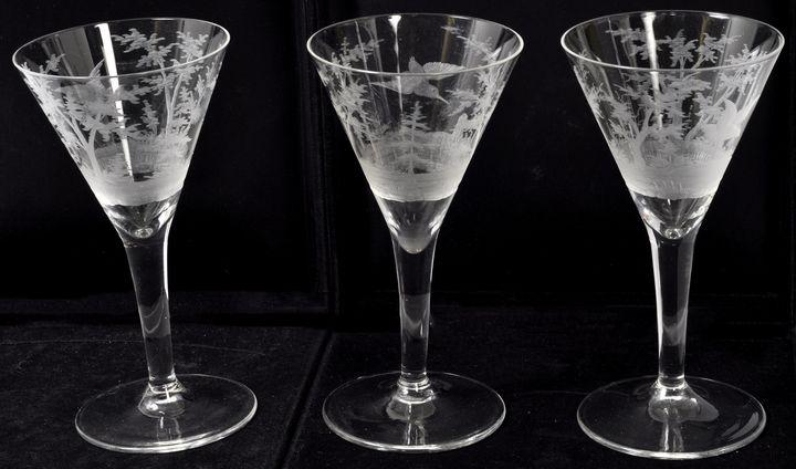 Drei Likörgläser / Three liqueur glasses
