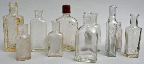 Konvolut von zehn Flaschen/ Medicine or cosmetic bottles