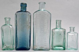 Konvolut von fünf Medizin- und Kosmetikflaschen / Set of five bottles