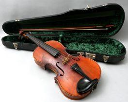 Geige mit Bogen, im Kasten / violin