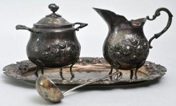 Vier Teile Silber, kl. Tablett, Sahne, Zucker+Löffelchen / silver items