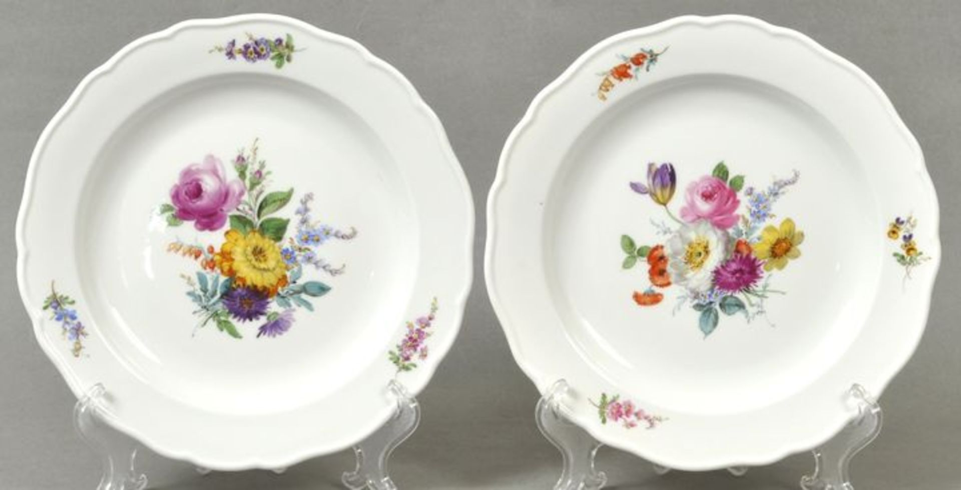 Paar Teller, Blumenbukett / Plates, Meissen
