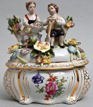 Dose mit Figurendeckel / figurative box