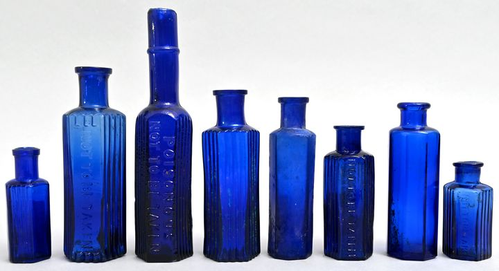 Konvolut von achtApothekerflaschen / Set of eight apothecary bottles