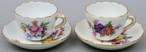 Zwei Mokkatassen mit Untertassen/ set of two mocha cups with saucers