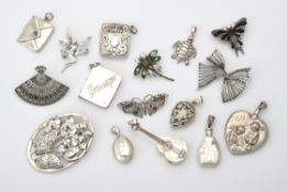 A collection of silver and silver coloured jewellery