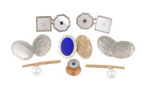 Y A pair of oval cufflinks