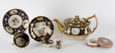 Assorted decorative porcelain to include a documentary pink ground circular box and cover