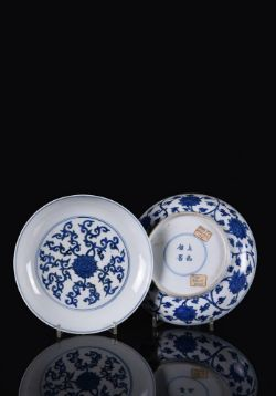 A fine pair of Chinese blue and white dishes