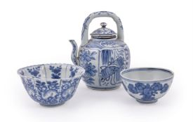 A Chinese blue and white 'Kraak' teapot