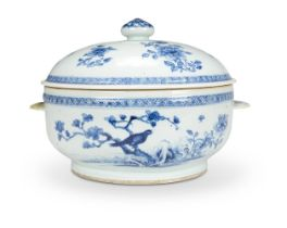A CHINESE BLUE AND WHITE CIRCULAR TUREEN AND COVER