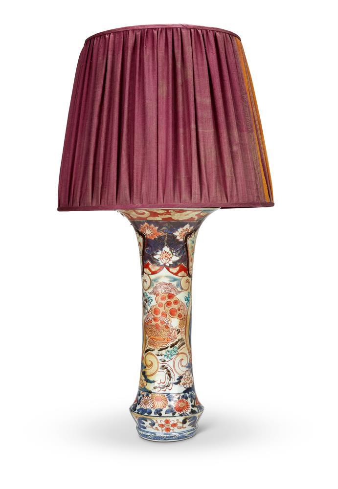 A JAPANESE ARITA IMARI TRUMPET VASE, CIRCA 1700