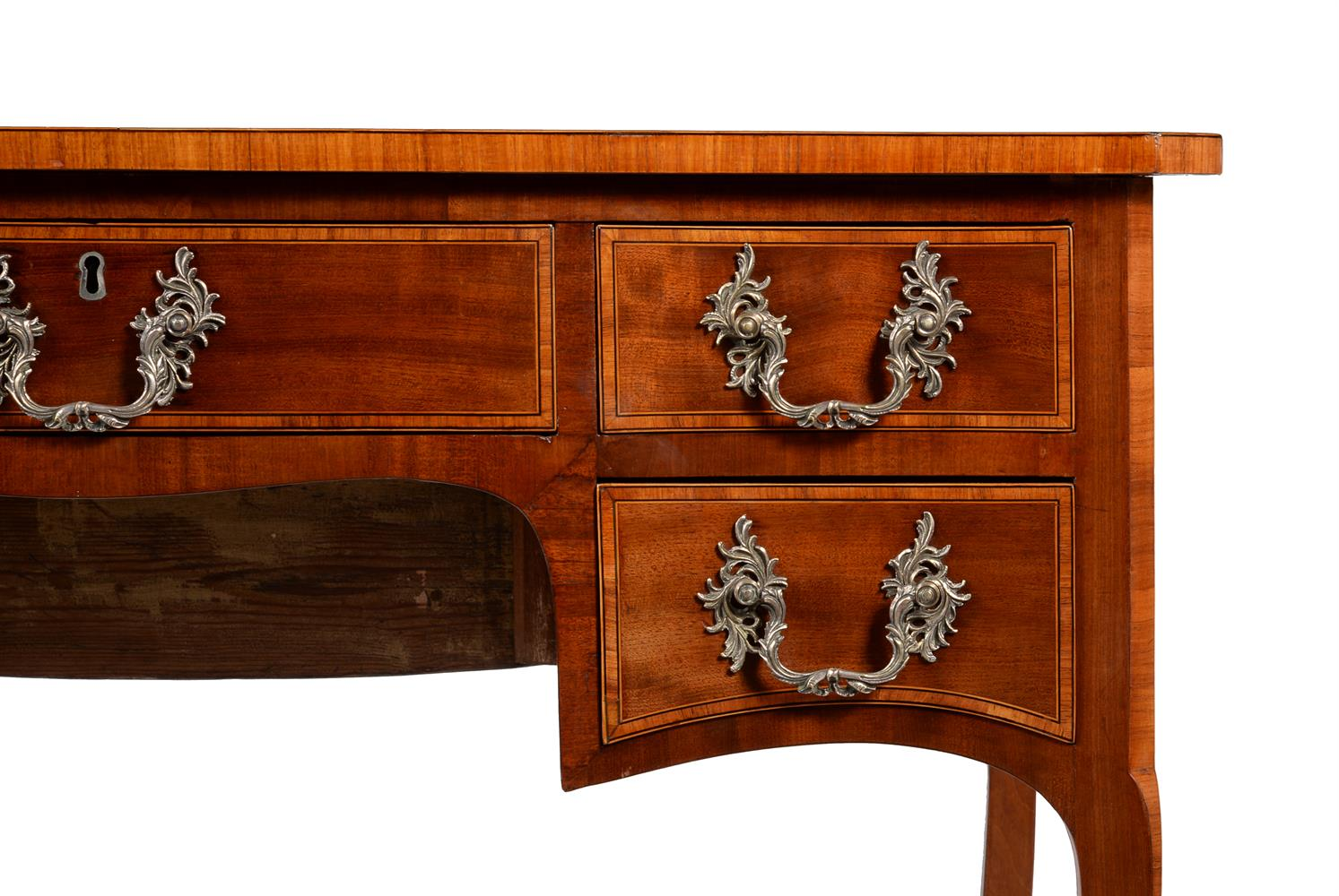 Y A GEORGE III MAHOGANY AND TULIPWOOD CROSSBANDED DRESSING TABLE, CIRCA 1785 - Image 4 of 4