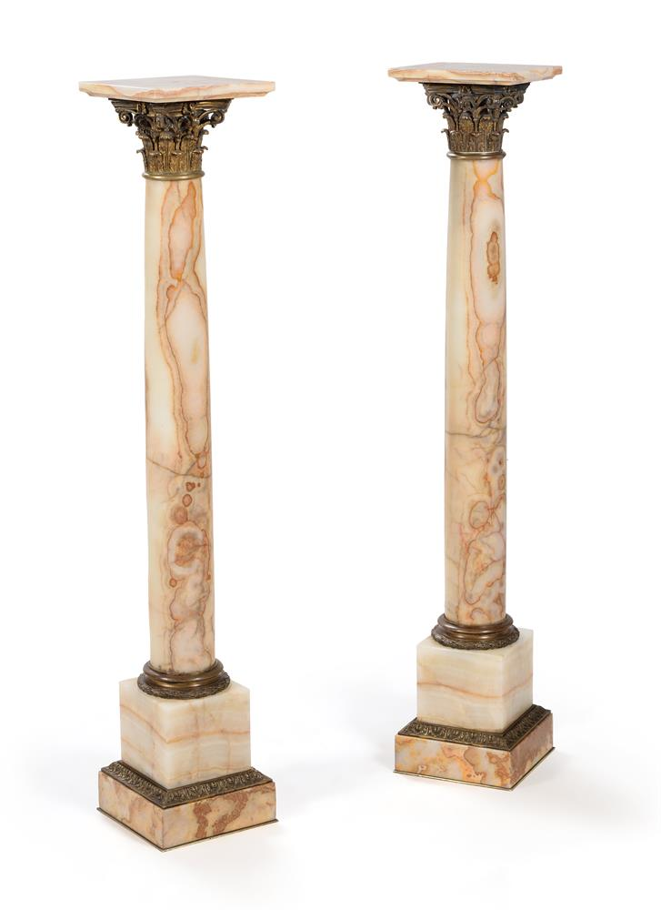 A PAIR OF FRENCH GILT METAL MOUNTED ONYX PEDESTAL COLUMNS, LATE 19TH/EARLY 20TH CENTURY
