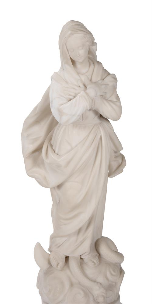 AN ITALIAN CARVED MARBLE FIGURE 'OUR LADY OF LOURDES', EARLY 19TH CENTURY - Image 3 of 6