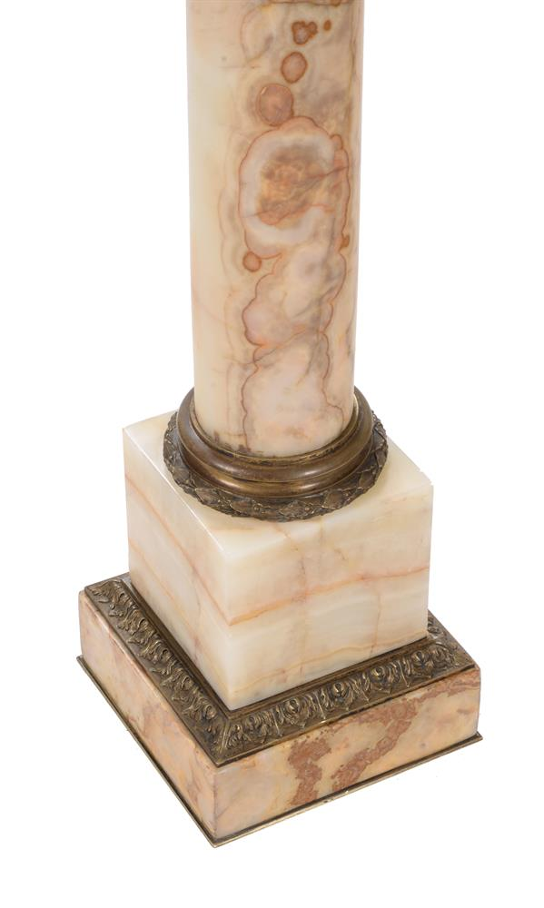A PAIR OF FRENCH GILT METAL MOUNTED ONYX PEDESTAL COLUMNS, LATE 19TH/EARLY 20TH CENTURY - Image 2 of 4